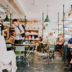 bar - café - restaurant ouverts avec des clients